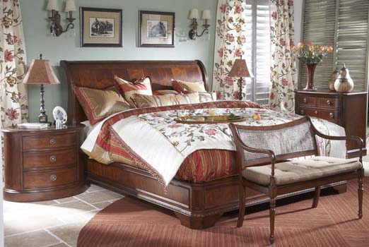 Heritage Mahogany Four Piece Queen Sleigh Bed Set